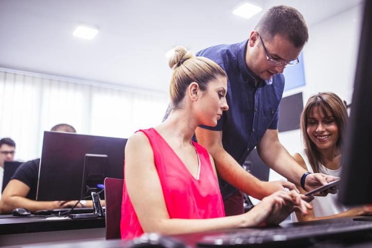 Mit neuen Technologien auseinandersetzen gehört heute zur Pflicht in der Berufswelt.